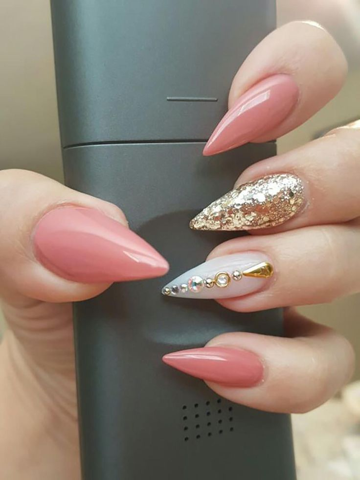wearing contacts with stiletto nails photo - 1
