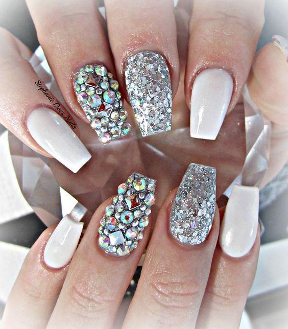 white acrylic nails with glitter photo - 2
