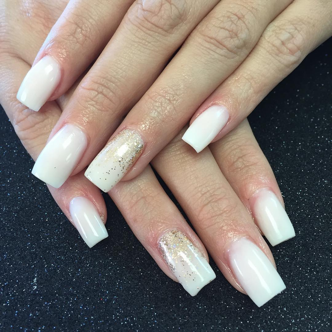 white and gold acrylic nails photo - 1