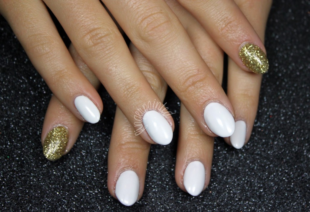 white and gold acrylic nails photo - 2