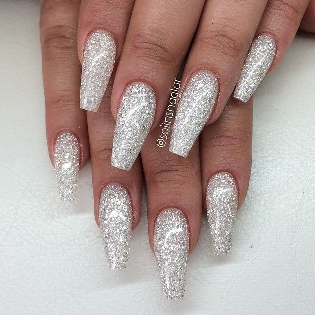 white and sliver coffin acrylic nails photo - 1