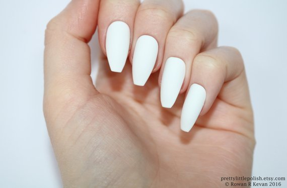 white coffin matte nails photo - 2