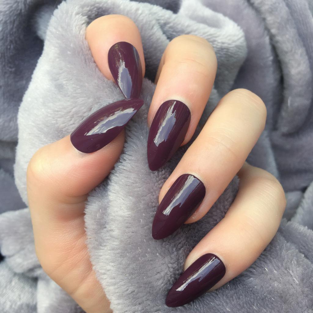 who made acrylic nails photo - 2