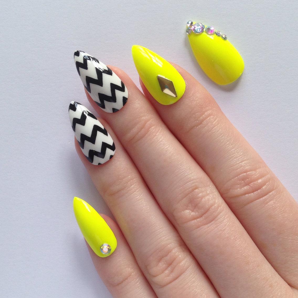 yellow stiletto nails photo - 1